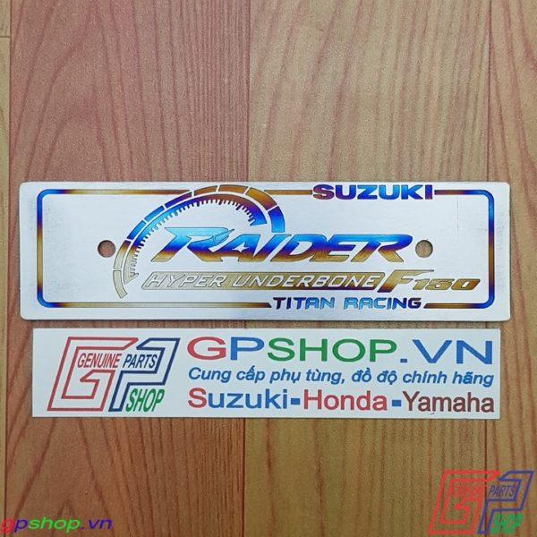 Biển tên chữ RAIDER bằng titan. Biên tên titan chữ RAIDER được làm từ chất liệu titan. Gia công khác chữ và lên màu | GPSHOP.VN - 0919778081